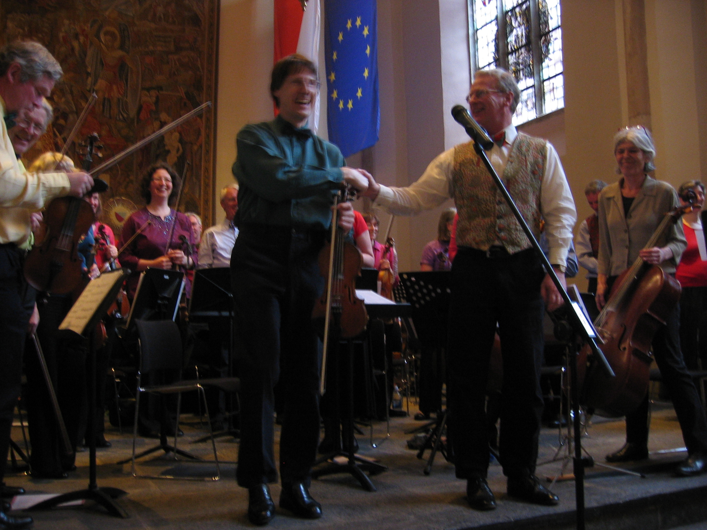 Sir Richard shakes hand with Mike Salvesen, leader of the orchestra